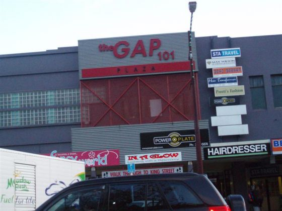 THE GAP BROADWAY AVENUE